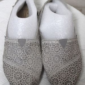Toms Womens Grey Crochet Lace Slip On Shoes Size 7
